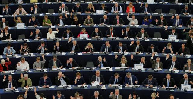 """El Parlamento Europeo desea que las conversaciones sobre la futura relación de Reino Unido con la UE comiencen solo después de que se haya realizado un """"progreso considerable"""" sobre el proyecto de ley del Brexit."""