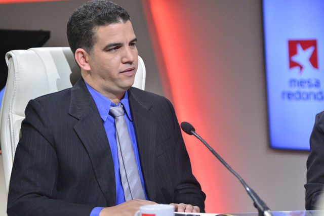 El master en ciencias Allan Pierra Fuentes, director del Centro de Soporte de la UCI, mencionó que en la UCI se desarrollan en el año más de 1000 proyectos de desarrollo.